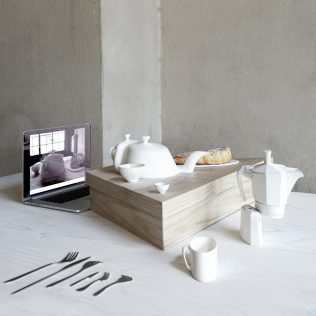 Let's Have Breakfast Via Skype! Design For Those Who Live Virtual Emotions