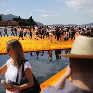 The Floating Piers, Tutti Hanno Camminato Sulle Acque Con Christo
